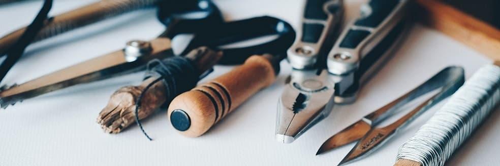 Tools als Symbolbild für Wettbewerbsanalyse-Tools